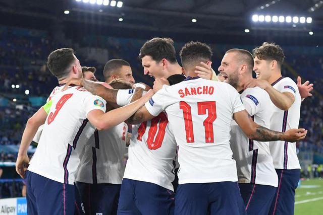 Jugadores ingleses planean donar 9.5 millones de libras