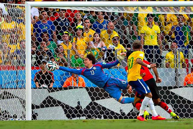 Esta atajada contra Brasil se convirtió en una de las mejores de arquero