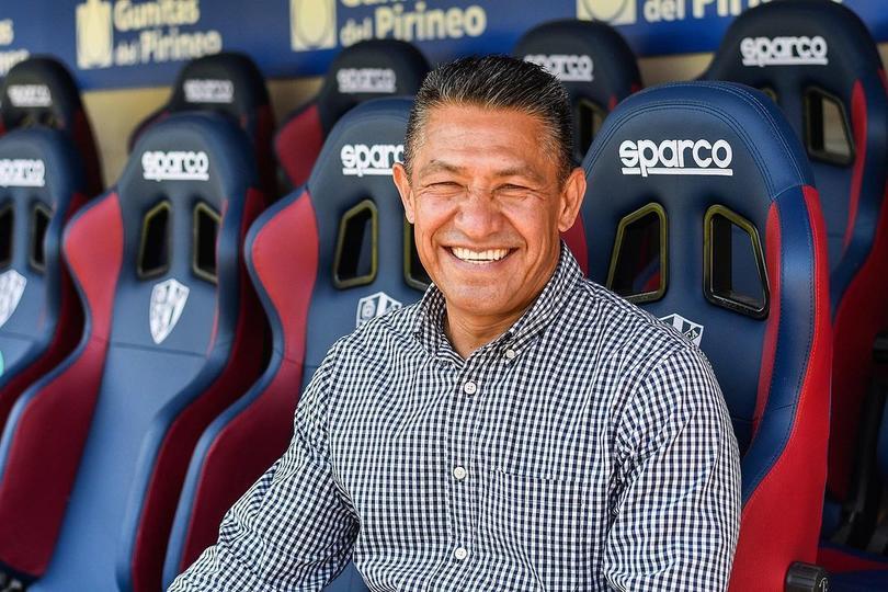 Nacho habló sobre varios temas en conferencia con el Huesca