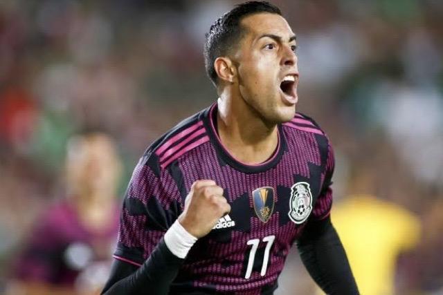 Funes Mori celebra su gol con el Tri