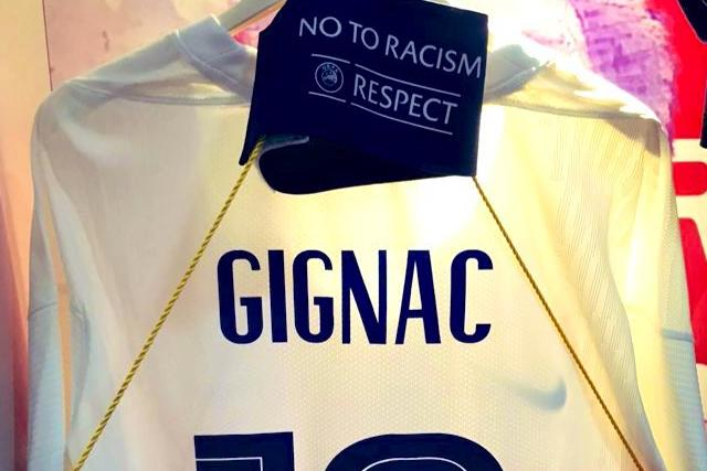 Jersey de Gignac con el gafete de capitán