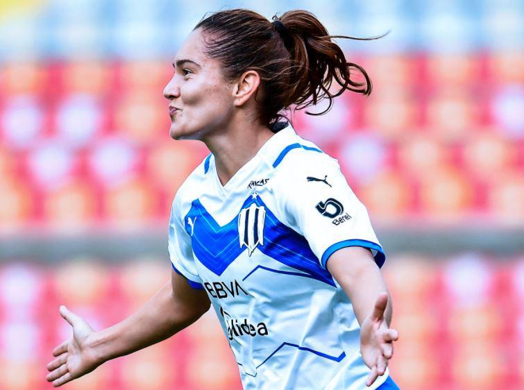 Desirée aprovechó un descuido de la defensa e inauguró el torneo con gol