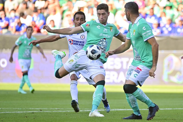Santiago Ormeño marcó un golazo para acercar a León