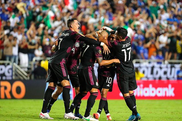 México venció 1-0 a El Salvador y se quedó con el liderato del Grupo A
