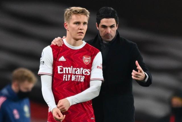 Martin Odegaard terminó su préstamo con el Arsenal, pero Arteta quiere quedarse con él