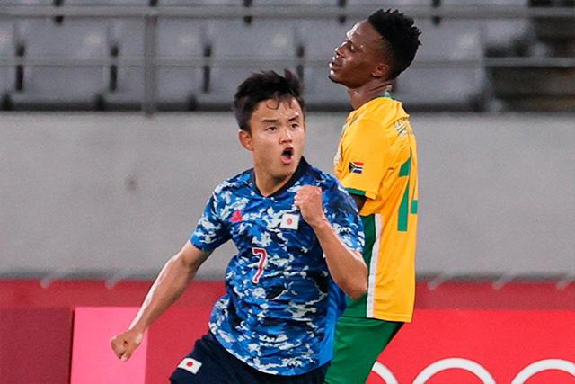 Take Kubo celebra el gol del triunfo ante Sudáfrica