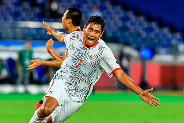 Luis Romo celebra el golazo que se aventó ante Corea del Sur