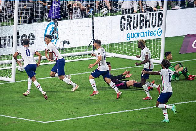 Robinson anota el gol del título de Estados Unidos