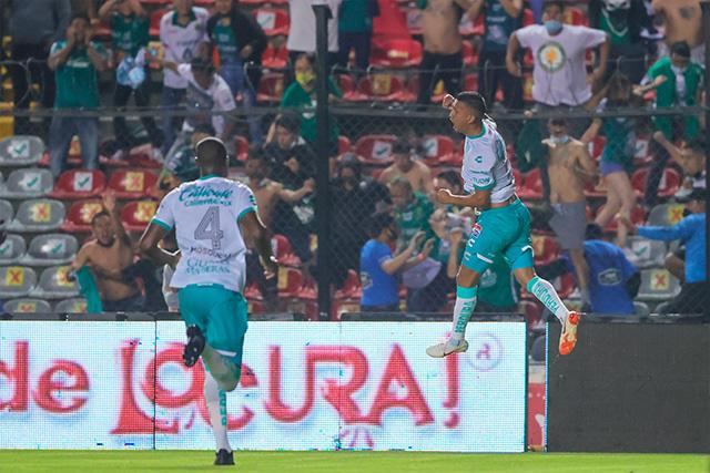 Elías Hernández celebra su gol ante Querétaro