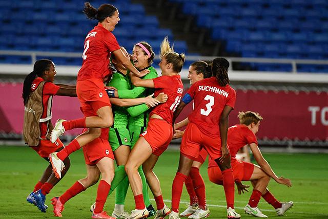 Canadá se queda con la medalla de oro en el futbol femenino