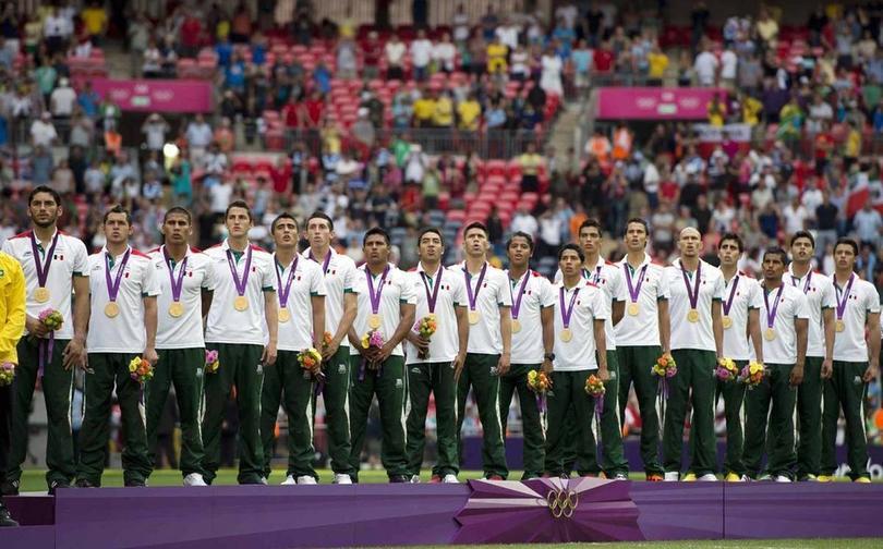 La selección mexicana entonando con orgullo el Himno Nacional