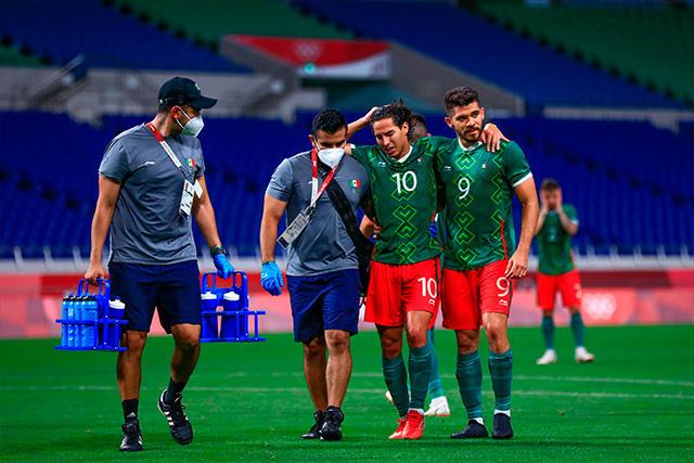 Diego Lainez sale de cambio por una lesión ante Japón