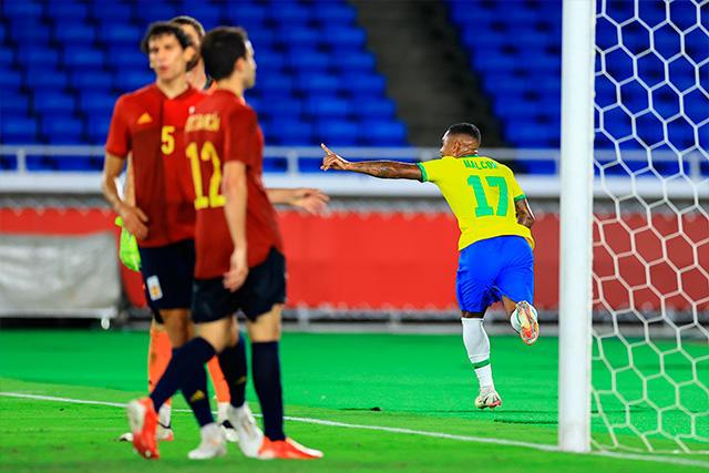 Malcom celebra el gol del oro olímpico ante España