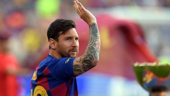 Messi despidiéndose de la afición