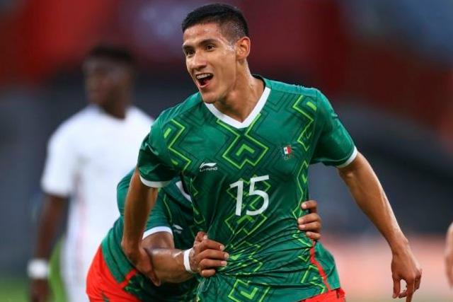 Uriel Antuna estaría en la mira del Olympiacos gracias a Nery Castillo