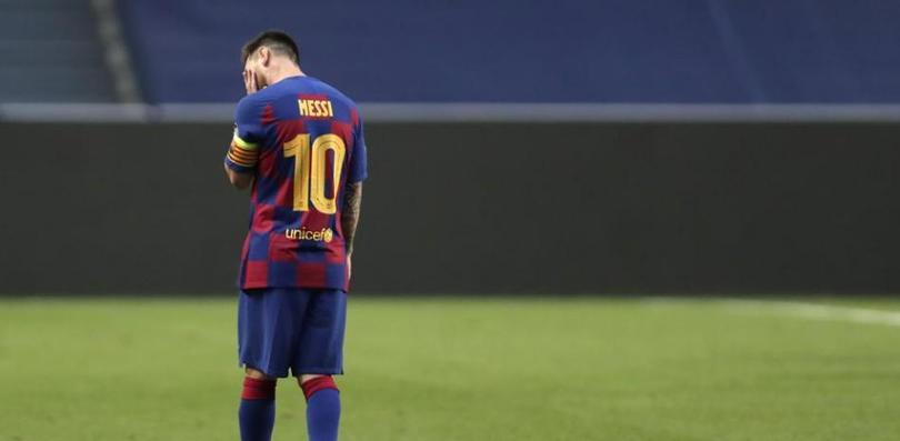 Messi lamentándose en un partido con Barcelona