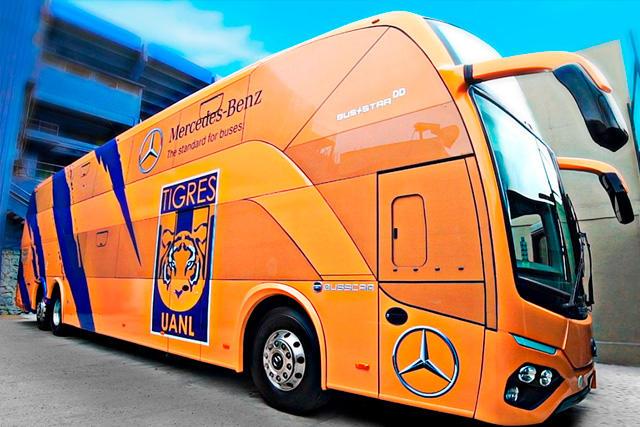 Autobús de Tigres choca en Puebla cuando se dirigía a recoger a los jugadores