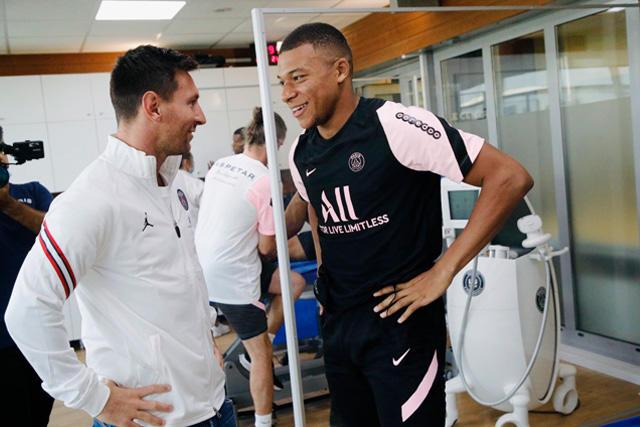 Lionel Messi y Kylian Mbappé en las instalaciones del PSG