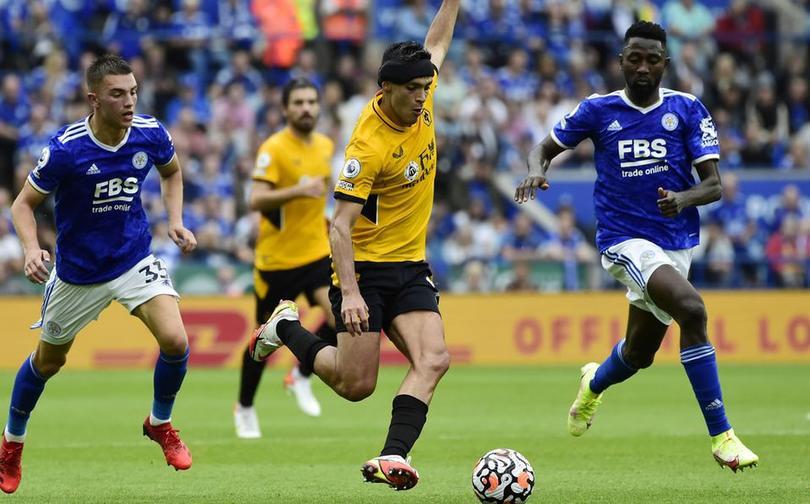 Raúl Jiménez en un partido contra Leicester