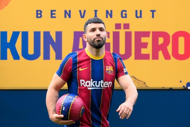 Kun Agüero llevará el 19 en la espalda con el Barcelona