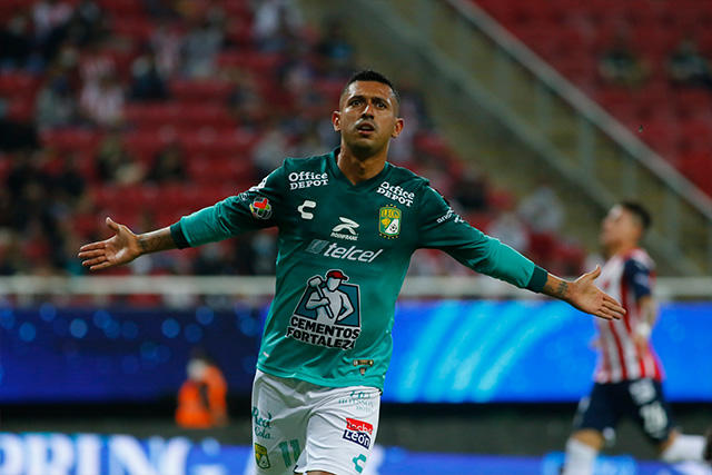 Elías Hernández celebra el 0-2 ante Chivas
