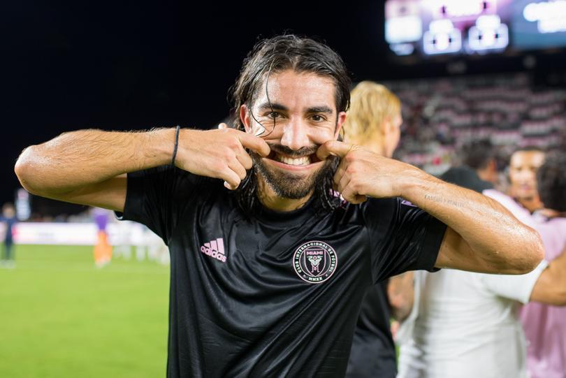 Rodolfo Pizarro celebrando un gol