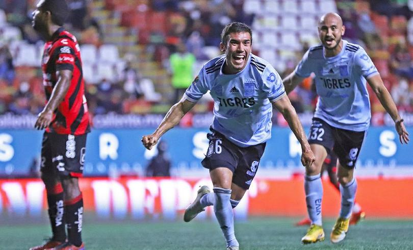 Juan Pablo Vigón y Carlos González son las más recientes contrataciones de Tigres a Pumas