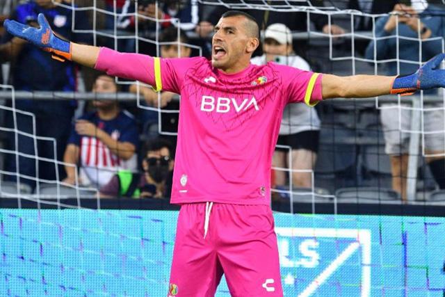 Nahuel Guzmán fingió estar lesionado para cortarle el ritmo a Pepi