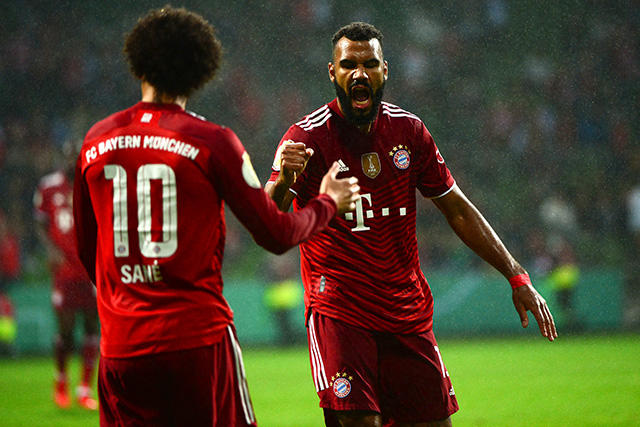Choupo-Moting celebra su gol en la Pokal ante el Bremer SV