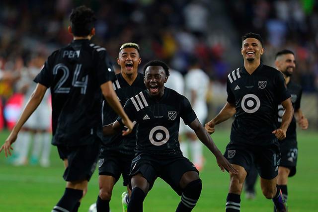 Jugadores de la MLS celebran el triunfo en el All-Star Game