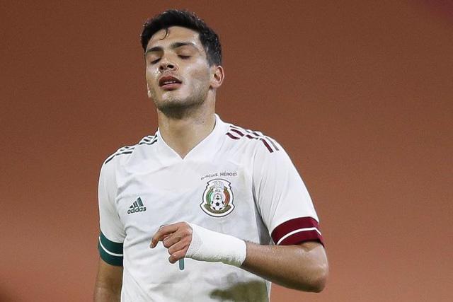Raúl Jiménez causa baja de la selección