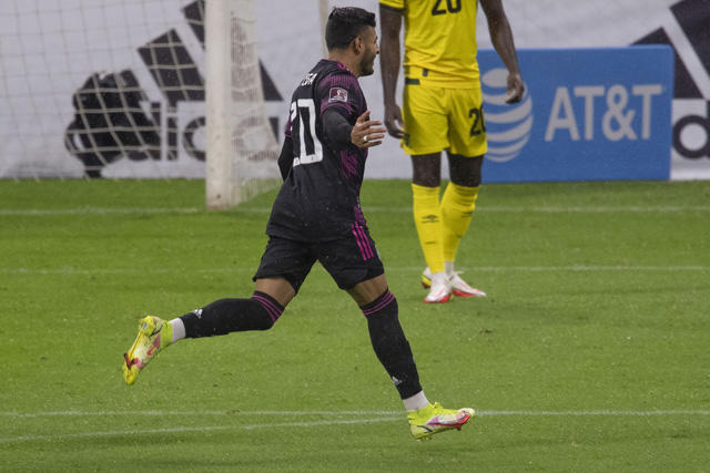 Alexis Vega celebra su gol ante Jamaica