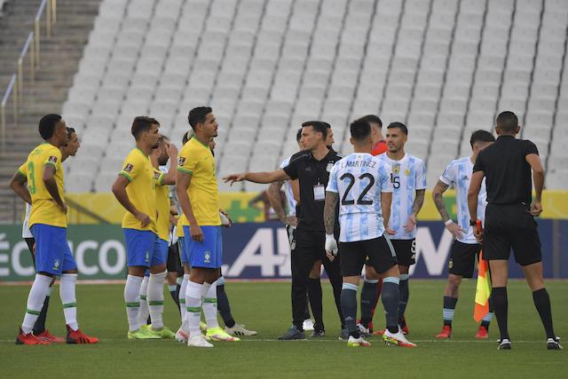 Argentina se retiró del campo en el duelo ante Brasil