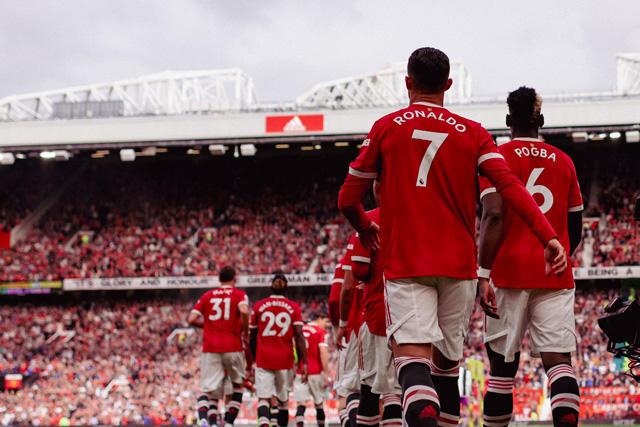 """Old Trafford se entrega a CR7 cantando """"Viva Ronaldo"""""""