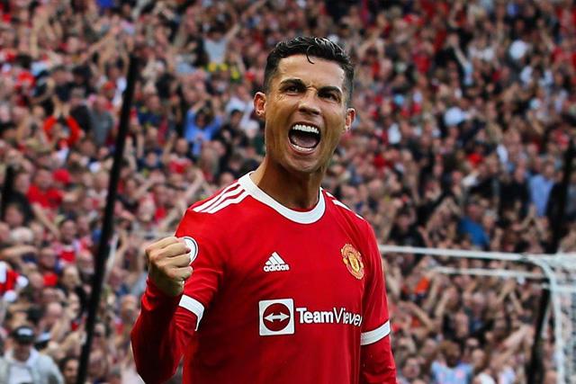 Cristiano celebra su doblete con el Manchester United