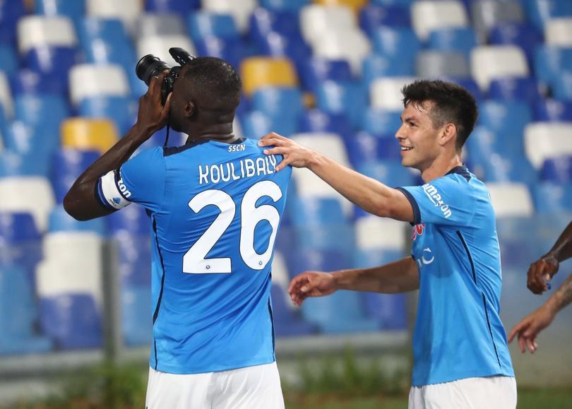 Napoli supera a Juventus