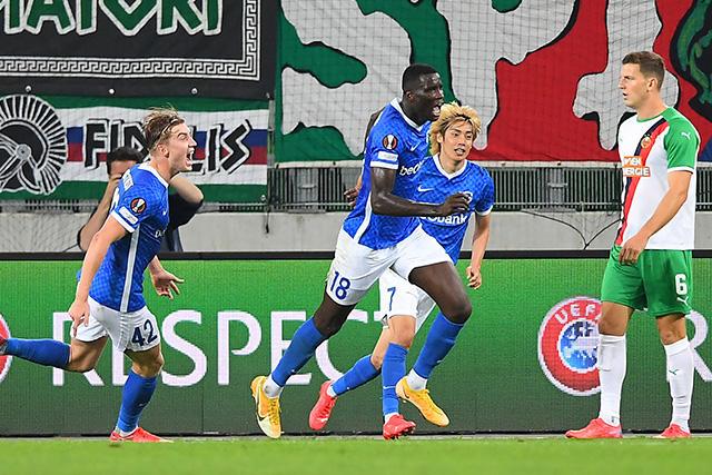 Genk venció 1-0 al Rapid Viena con gol de último minuto