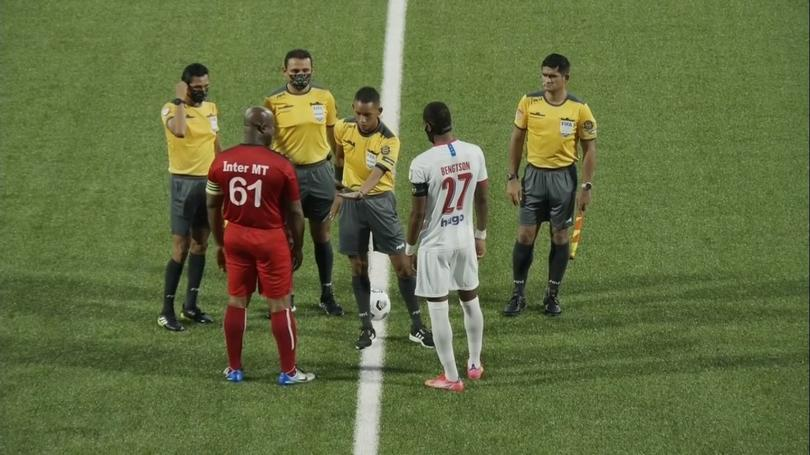 El presi de Inter Moengotapoe fungiendo como capitán