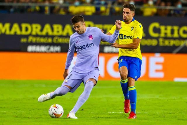 Gerard Piqué durante el partido ante Cádiz