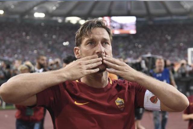 Francesco Totti, leyenda de la Roma, celebra 45 años