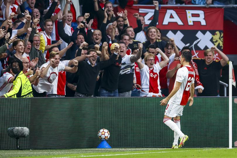 Ajax vence 2-0 a Besiktas