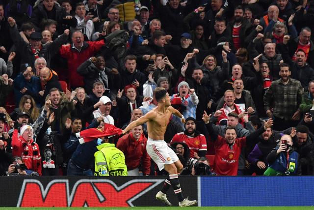 Cristiano le da la victoria al United.
