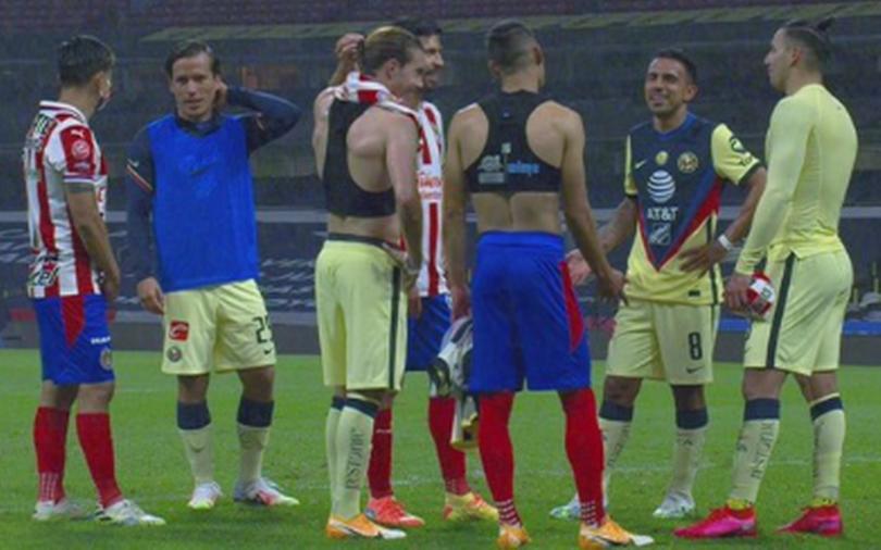 jugadores de Chivas y América