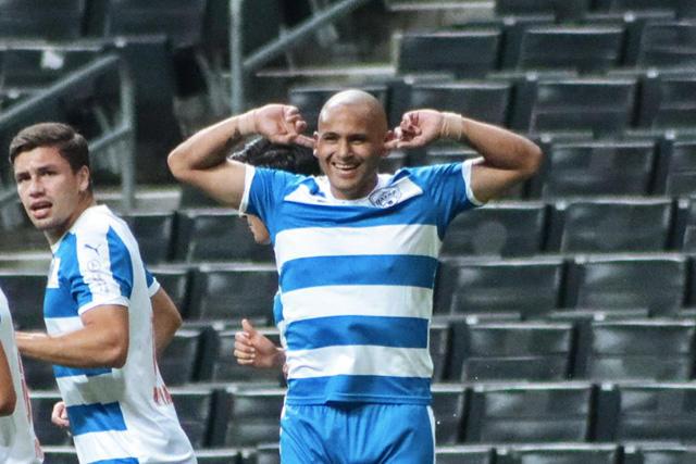 Humberto 'Chupete' Suazo celebra su primer gol con Raya2