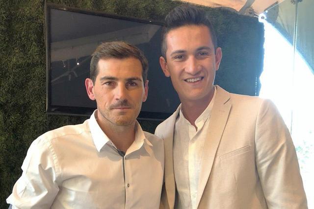 Iker Casillas y Raúl Gudiño