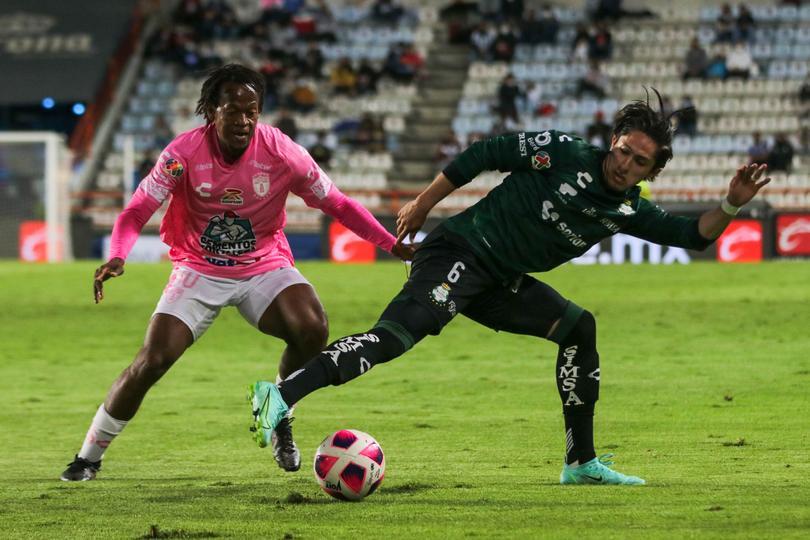Santos rescató el empate en el Hidalgo