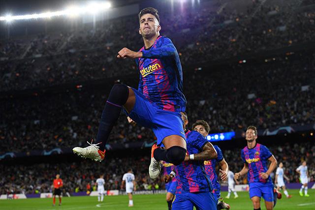 Barcelona venció al Dynamo de Kiev con gol de Piqué