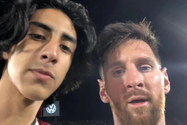 Samir, aficioando paraguayo, cumplió el sueño de conocer a Messi y tomarse una foto con él