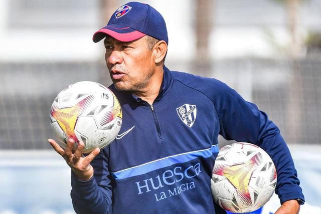 Nacho Ambriz deja de ser técnico del Huesca