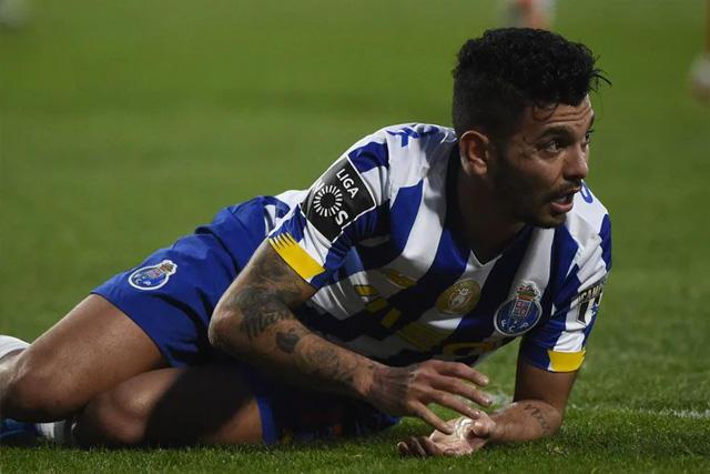 Tecatito no pudo hacer nada y es eliminado de la Copa de la Liga de Portugal.